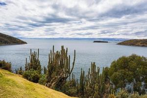 Panorama sur l'île du soleil, lac Titicaca, Bolivie photo