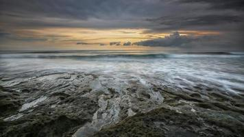 longue exposition, coucher de soleil, bali, indonésie