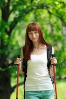 jeune femme voyageant photo
