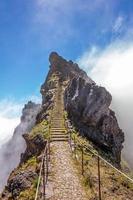 queue de randonnée - escaliers rocheux photo