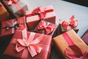 boîtes avec des cadeaux. photo