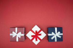 boîte-cadeau colorée pour emballage de soie d'événement de vacances photo