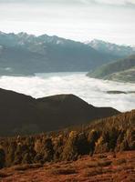 vue sur les sommets des montagnes