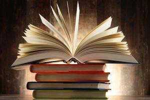 composition avec des livres à couverture rigide