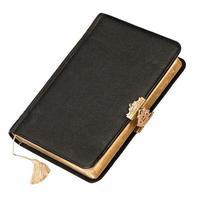 Livre de couverture en cuir avec décoration dorée isolé sur blanc photo