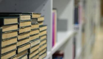 livres dans une bibliothèque photo