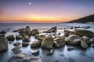 longue exposition au coucher du soleil à la mer photo