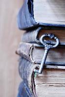 ancienne clé et livres