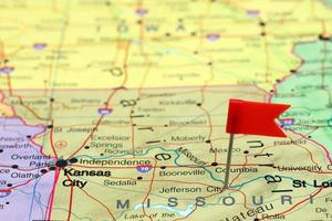 Jefferson city épinglée sur une carte des états-unis photo