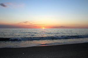 Mer Méditerranée et coucher de soleil, sud de l'Italie photo