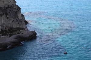 Rock et mer Méditerranée, sud de l'Italie