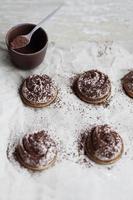 biscuits et crème au chocolat photo