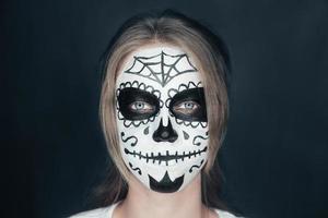 femme souriante, à, sucre crâne, maquillage photo