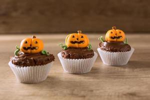 citrouille d'halloween, petit dessert monstre photo
