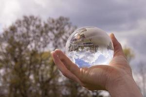 boule de verre dans vos mains photo
