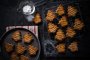 biscuits en forme de sapin de Noël
