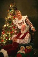 père noël et mme noël avec arbre photo
