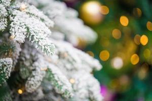 décorations sur le sapin de Noël