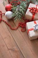 décorations de Noël accompagnées de cadeaux photo