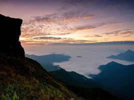 vue depuis la montagne avec fond brumeux