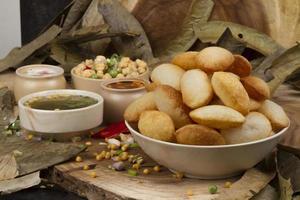 nourriture de rue indienne épicée gol gappa