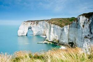 La falaise d'etretat, normandie, france photo