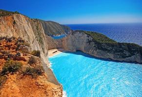 Incroyable plage de Navagio (naufrage) sur l'île de Zakynthos, Grèce photo