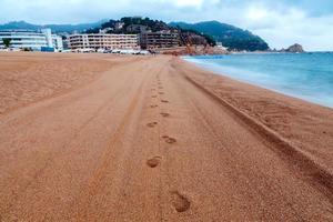 tossa de mar. plage de la ville le matin photo