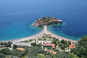 Vue aérienne de l'île sveti stefan, monténégro. photo