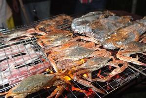 griller le crabe et les calmars photo