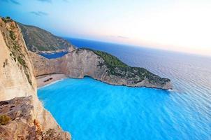 Navagio Beach sur l'île de Zakynthos en Grèce photo