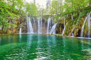 Belles cascades dans le parc national de plitvice photo