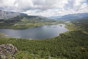 Lac Nedre Leirungen (montagne Knutshoe, Jotunheimen national pa photo