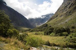 Milford Sound, montagnes étonnantes, Nouvelle-Zélande photo