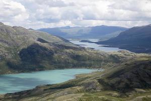 Lac Gjende vu de la montagne Knutshoe (Norvège)