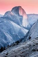 Coucher de soleil sur le demi-dôme, parc national de Yosemite photo