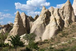 formations rocheuses dans le parc national de Goreme. photo
