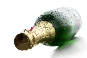 bouteille de champagne humide photo