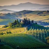 toscane, italie. paysage scénique et ferme.
