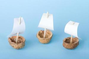 trois bateaux en noyer