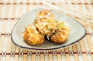 boules de poulpe takoyaki - cuisine japonaise photo