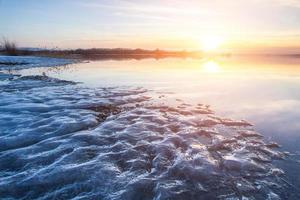 coucher de soleil sur le lac photo