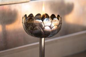bougie en métal lotus