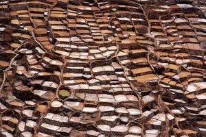 étangs d'évaporation de sel dans les maras au pérou