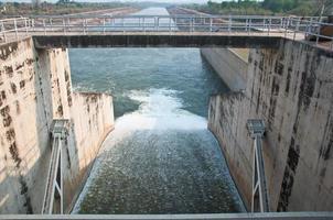 Le barrage de pa sak chonlasit, Chainat, Thaïlande photo
