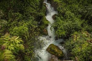 superbes chutes d'eau à naoussa, dans le nord de la grèce