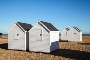 cabanes de plage blanches, deal, kenk. photo