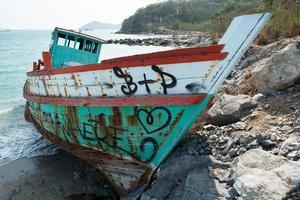 bateau sur la plage photo