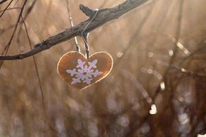 coeur fait main dans le vent
