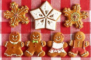 biscuits de couple de pain d'épice de Noël photo